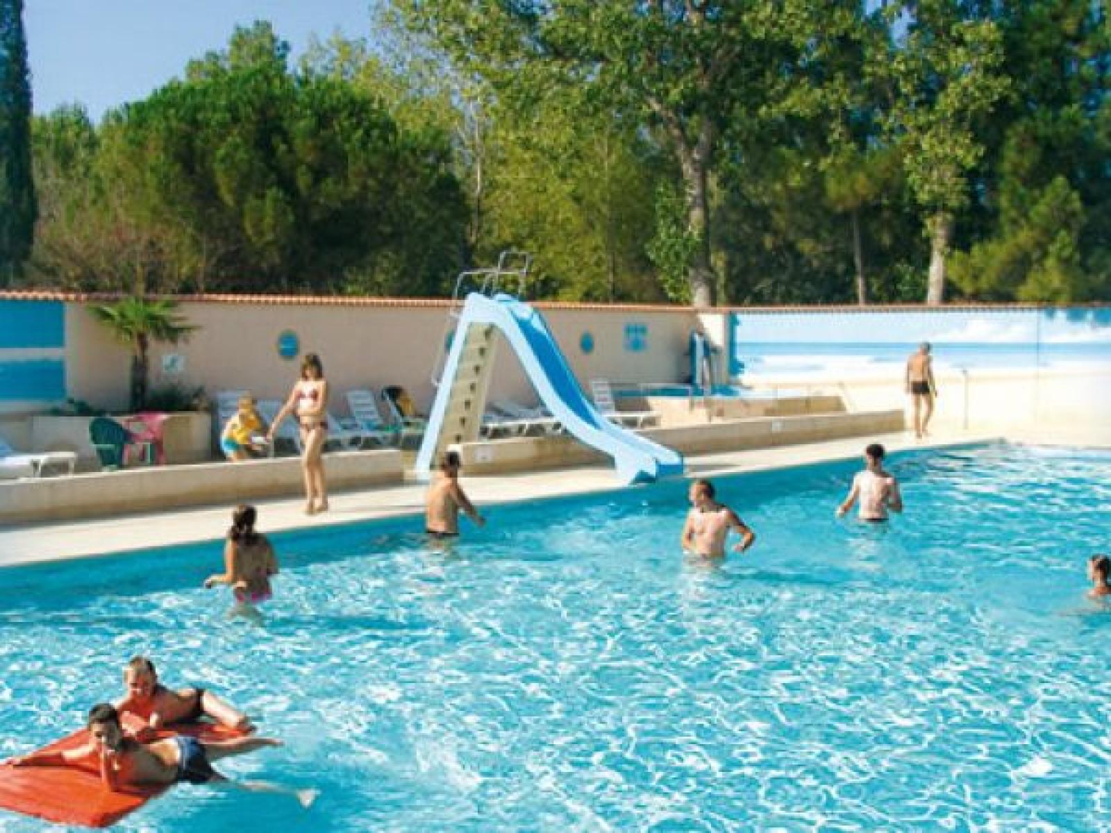 Abri de camargue camping au grau du roi port camargue for Camping en camargue avec piscine