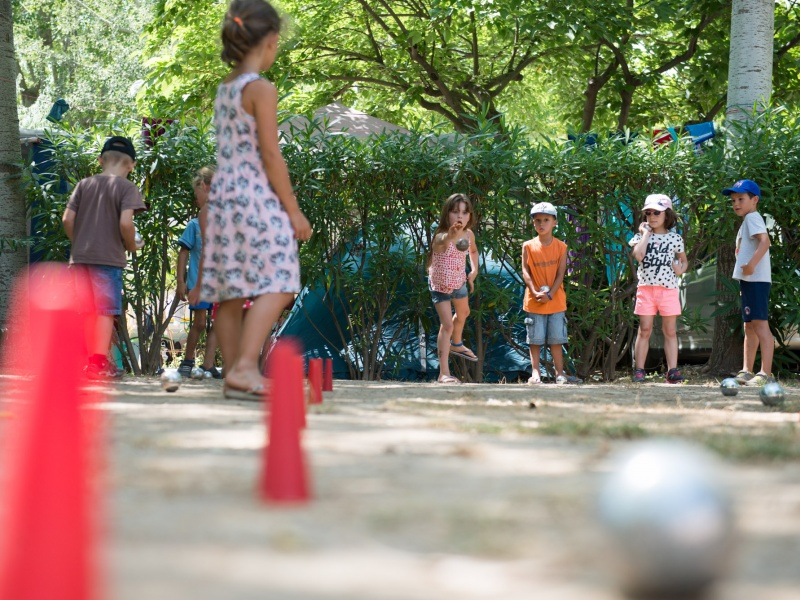 Le plein air au club enfants