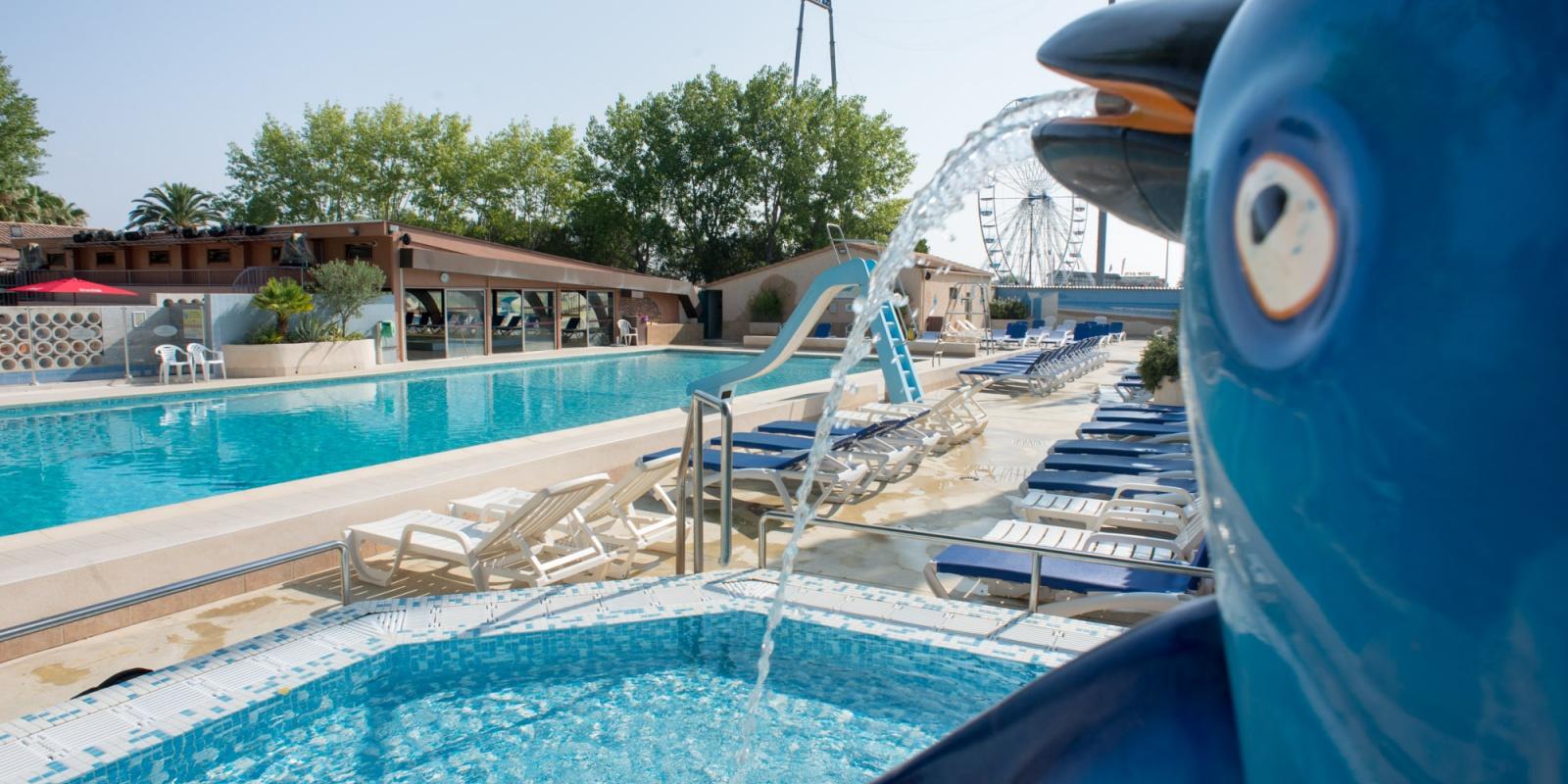 Piscine d 39 t piscine couverte camping au grau du roi for Camping grau du roi bord de mer avec piscine