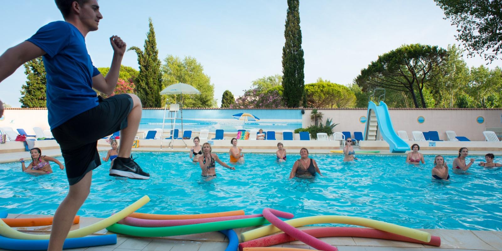 Piscine d 39 t piscine couverte camping au grau du roi for Piscine blomet aquagym