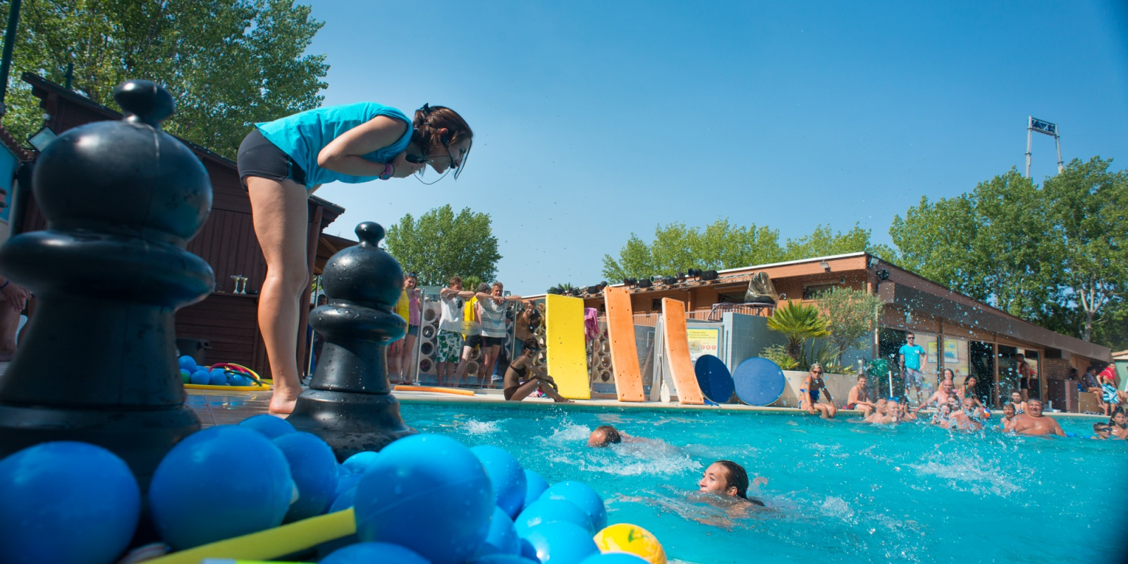 Piscine d 39 t piscine couverte camping au grau du roi for Camping puy du fou avec piscine couverte