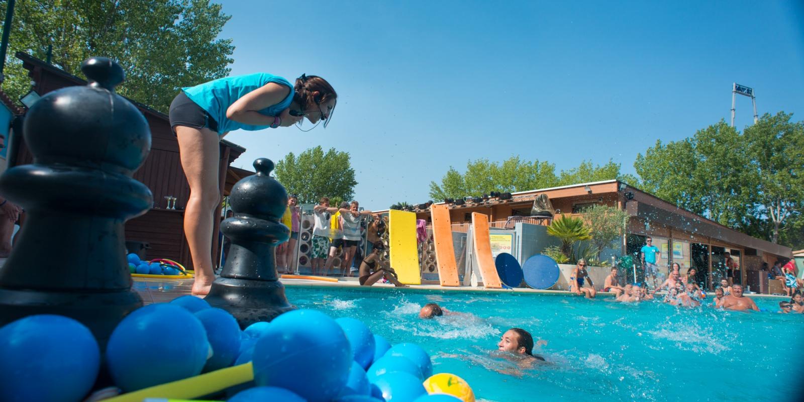 Piscine d 39 t piscine couverte camping au grau du roi for Tarif piscine couverte